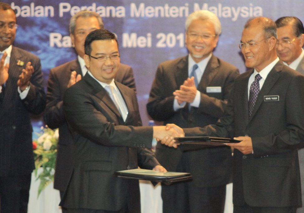 Signing Perak - RM999.2 MILLION WATER RESTRUCTURING DEAL SIGNED (2)